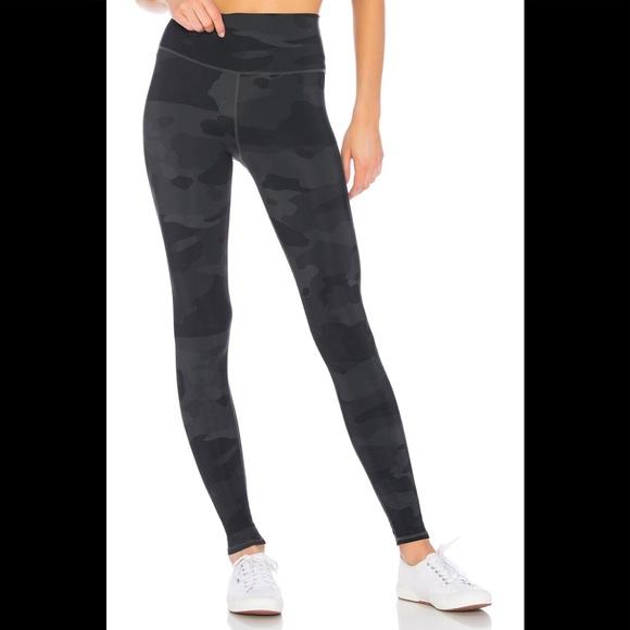 Activewear Bottoms Alo Air Brush White Camo Full Length One Inner Pocket Legging Womens Sz Xs Activewear